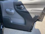 乗り降りで多く使用する運転席ドアですが、中古車なので使用感はありますが、状態は悪くありません!