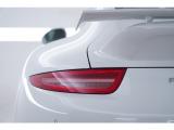 シャープなデザインのテールライトが最新モデルであることを象徴します。
