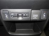 運転席&助手席シートヒーターが付いてます。寒い冬でもスイッチONで座面をあたたかくして、ドライブをさらに快適にしてくれます。HIとLOの2段階に温度設定が可能です。