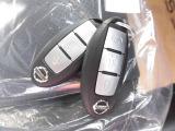 インテリジェントキーはカバンから出さずに携帯しているだけでエンジン始動やドアロックなどができる慣れると便利なキーです。