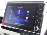 ギャザズ8インチメモリーナビ(VXU-207NBi)を装着しております。AM、FM、CD、DVD再生、Bluetooth、音楽録音再生、フルセグTVがご使用いただけます。初めて訪れた場所でも道に迷わず安心ですね!