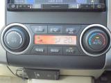 オートエアコン搭載で、簡単な操作で快適な室内の空調を楽しめます。