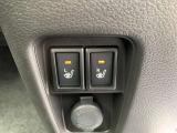 シートヒータースイッチ☆運転席、助手席にはシートヒーターを装備☆寒い冬にはシートをじんわり温めてくれてドライブも快適ですよ☆エアコンの暖房より早く温まってくれるので重宝しますよ☆冷えは女性の大敵です☆