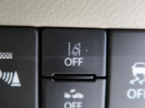 走行中に車線から逸脱しそうになると、警報音と警告表示で注意を喚起します。