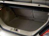 乗車定員時でも広いラゲッジを確保♪トノボードも装備されているので荷物のプライバシーも確保♪