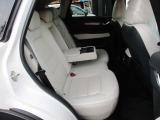後部座席にもシートヒーター、USBポート完備!