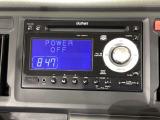 ダッシュボードに自然に溶け込むようにデザインされた純正FM/AM/CD/USBチューナー(WX-128CU)