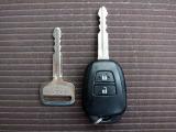 『キ-レスエントリ-』鍵を鍵穴に差し込むことなく、車両のドアの施錠/解錠ができるシステムです。