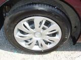 185/65R15サイズの純正タイヤに純正ホイールキャップの組合せです!溝もまだまだたっぷり残っていますので安心です!高校安定性と経済性を兼ね備えたタイヤです!