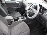 シート生地にはアルカンターラ素材を使用。フロント両席および後列の左右座席にはシートヒーターを装備、寒い日には大変嬉しいアイテムです。