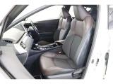 立体的なデザインのシートは高級感のある本革と、通気性が良く蒸れにくいモケットです。ホールド感もあり姿勢も安定して疲れにくいですよ。運転席と助手席には寒い時期に嬉しいヒーター機能付きです。