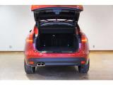 ボディの80%にアルミニウムを使用した軽量モノコック車体構造により、敏しょう性、洗練さ、効率性を実現しています。