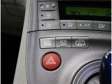 ★「EV/HVモード切替スイッチ」走行状況に応じて切替★「車両接近通報装置」ONで発進から車速約25km/hまでの走行中、または後退時に自動で発音。走行者に音で接近を伝えます。