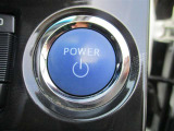 【プッシュスタート】 キーを取り出さずにパワーボタンを押すだけでクルマの始動ができます。