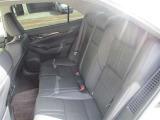 【リヤシート】 使用感も少なくキレイな状態です。フロントシート同様に快適な座り心地です。