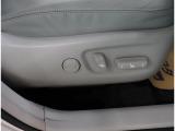 運転席は電動シート♪スイッチ操作で細かい調整やシートポジションが無段階に設定可能です♪