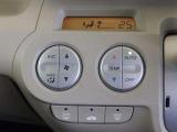 カラフルで、大きなスイッチが特徴の、フルオートエアコンが付いてるから、年中快適ですよ!