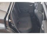 広くてゆとりのある運転席。ホールド感も良く程よい硬さのシートは、楽な姿勢で座ることが出来、長時間の運転でも疲れにくいシートとなっています。