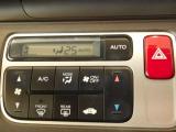 フルオートエアコンディショナー付きで、車内を常に快適な温度に保ってくれます。