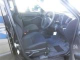 ぜひ展示車の運転席に座ってみてください。