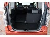 リアシートを片側ずつ倒すことができるので、用途に合わせてシートアレンジすることができます。