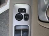 電動格納ミラーです。運転席から開閉できます。