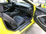 ウィングタイプのリアスポイラー、HIDヘッドライト、ブレーキ冷却ダクトを備えたフロントグリルなどを採用。