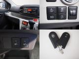 スマートアシスト3(衝突回避軽減ブレーキ)持ってるだけで鍵の開閉、エンジンスタートが可能なスマートキー付き。