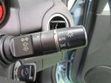 オートライトスイッチ:トンネルが連続する道路や暗い時間帯に、ヘッドライトを自動で点灯します。