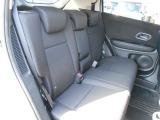 リヤシートの足元が広く大人でも楽々に座れて快適です。