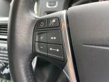 アダプティブクルーズコントロールを設定できるスイッチがハンドル内に配置されております。