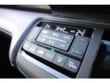 温度設定のみセットして頂ければ、車外気温に合わせて車内の温度を快適に保ってくれるオートエアコン機能付き!