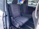 セカンドシートは左右で独立シートで個人に合わせてリクライニング等でき長距離ドライブも快適に過ごして頂けます