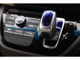 軽やかな操作感で運転しやすいハイブリッド専用セレクトレバーです。