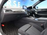 ●Mスポーツ専用アルカンターラシート『高級感溢れるシート材質や機能は、ドライバーを魅了し快適なドライビングを演出します!』