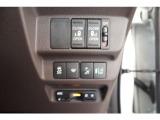 ETC車載機付きで高速道路の乗り降りもノンストップとなり、長距離ドライブの際には非常に便利な装備です。
