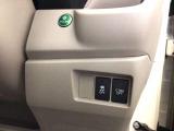ハンドルの右側にはCTBA(シティブレーキアシストシステム)とVSA(ABS+TCS+横滑り抑制)の解除スイッチがついています。燃費に役立つエコボタンもここです。