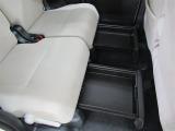 リアシートの置きラクボックスは、フロアやシートに直接置きたくない荷物がある時に重宝します♪MAX5kgまでOK!
