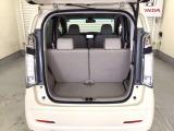 開口部も広く荷物の積み下ろしもしやすいお車となっております。ラゲッジも広く使いやすいです!。 また、床下にも収納スペースがあります。