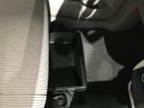 シート下にも便利な収納があります♪