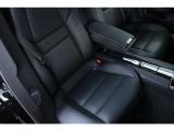 後席はセパレートタイプで、しっかりとした着座姿勢が取れます。