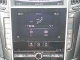 左右で独立して温度設定できるオートエアコンです!運転席、助手席別々に温度設定できると、みんな快適に過ごせますよね♪