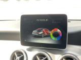 【アンビエントライト】12色の中から、ドア、ダッシュボード、センターコンソールなどのLEDの間接照明が車内空間を上質に彩り、ラグジュアリーな雰囲気を演出します。