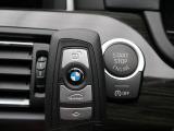 ●デュアルオートエアコン:運転席・助手席それぞれで温度設定が可能な独立式オートエアコンを標準。●全席シートヒーター:高級感あふれるレザーシートに、前席・後席にシートヒーターを搭載しています。