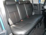 後部座席は大人2人がちょうど良い広さです。