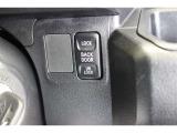 バックドアは運転席から施錠・解錠が可能です。