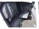 後部座席は座県の跳ね上げができますので、背の高いお荷物を手軽に積み込むことができます。