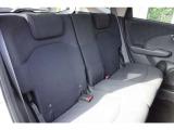 後部座席もゆとりのある広さで、快適にお過ごしいただけます。