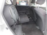 座席を跳ね上げれば、背の高いお荷物も積み込むことができます。