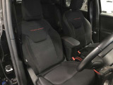 程よくホールド感のあるファブリックシート採用で、ロングドライブも疲れにくく思い切り旅を楽しんでいただけます!